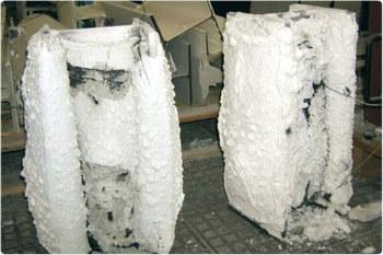Под воздействием высокой температуры покрытие превращается коксовую пену с низкой теплопроводностью и защищает металл от огня.