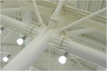 Типичные оттенки — белый и светлые, пастельные.