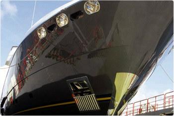Корабль окрашен дорогой краской International.
