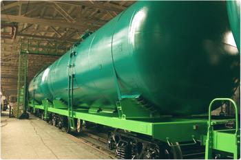 Железнодорожные цистерны покрыты эмалью ХС-759.
